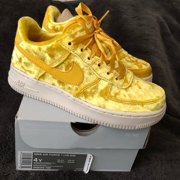 Nike Air Force 1's Velvet Yellow NWT